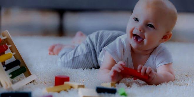 مراحل نمو الطفل حديث الولادة
