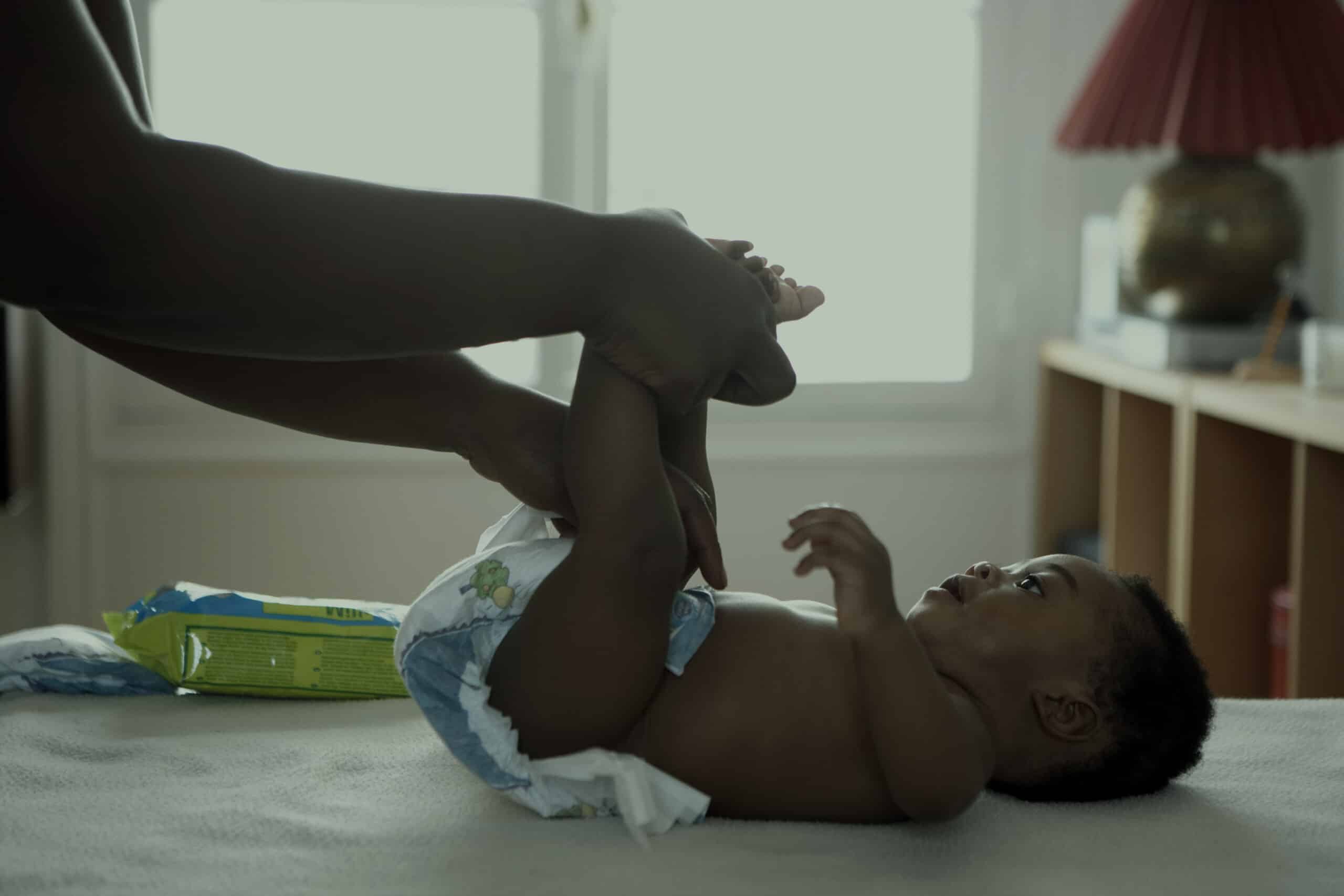 كيف تعتنين بنفسك وبطفلك بعد الولادة