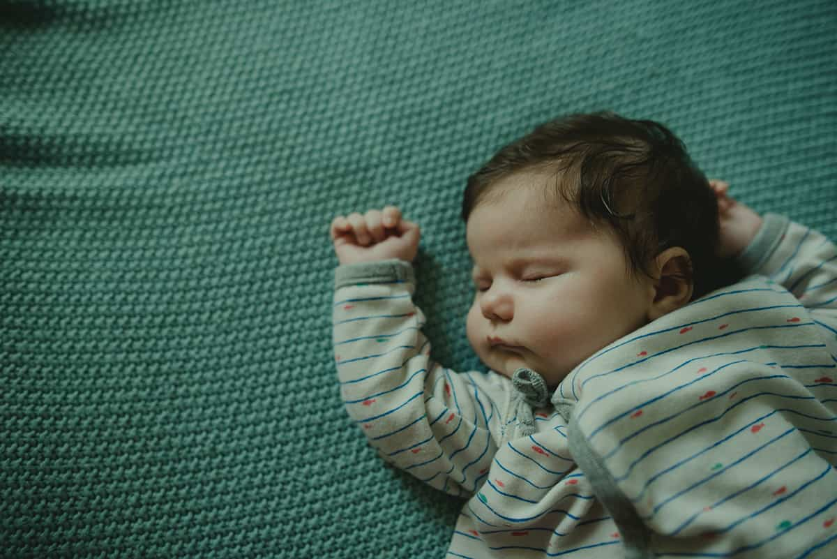 عدد ساعات نوم الرضيع