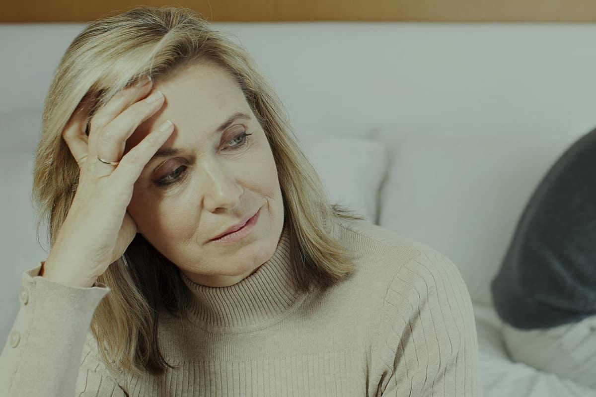 اعراض انقطاع الدورة الشهرية في سن الخمسين