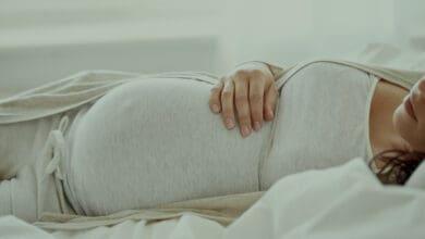 النوم على البطن للحامل